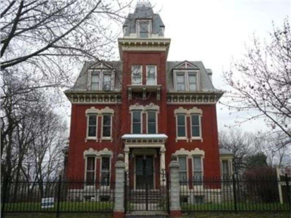 Illinois Scutt Mansion - Haunted Mansions
