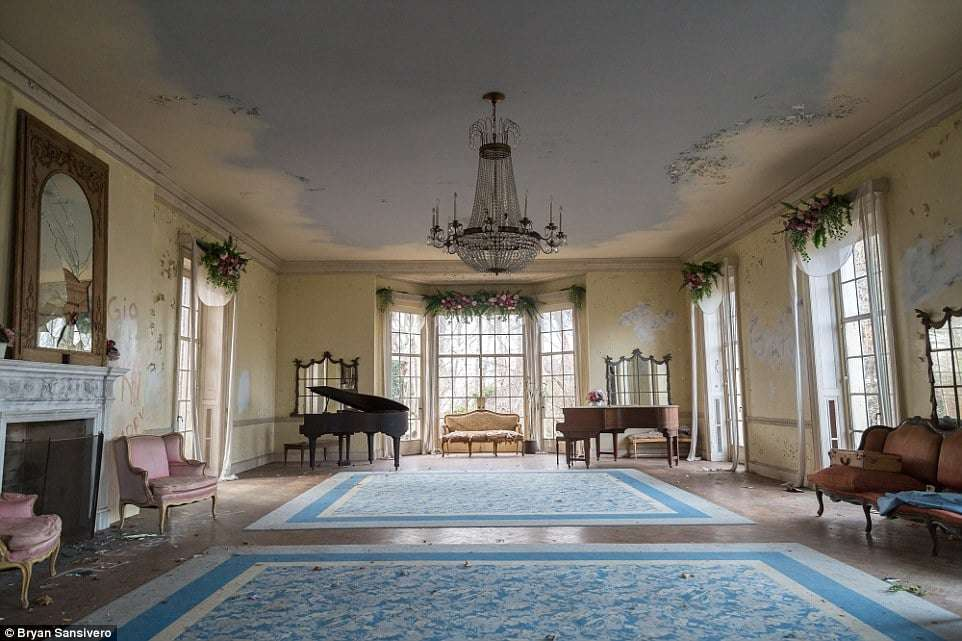 New York Room Mansion - Abandoned Places