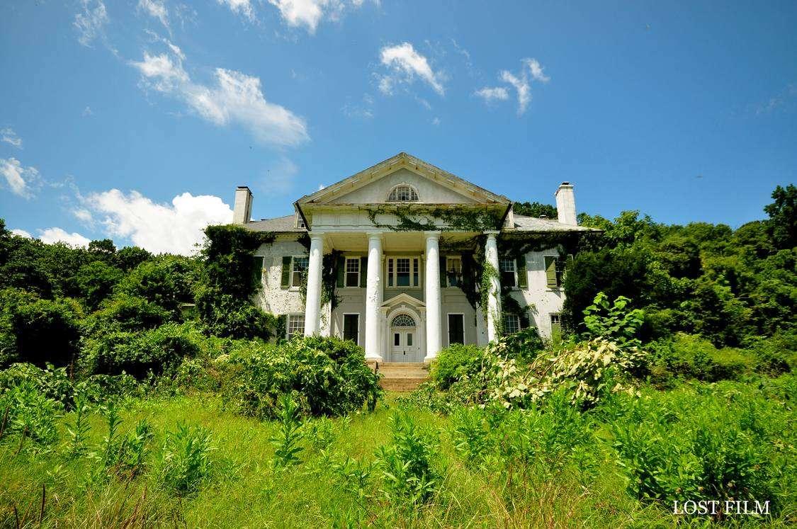 Maryland stuccoed brick mansion - Abandoned Places