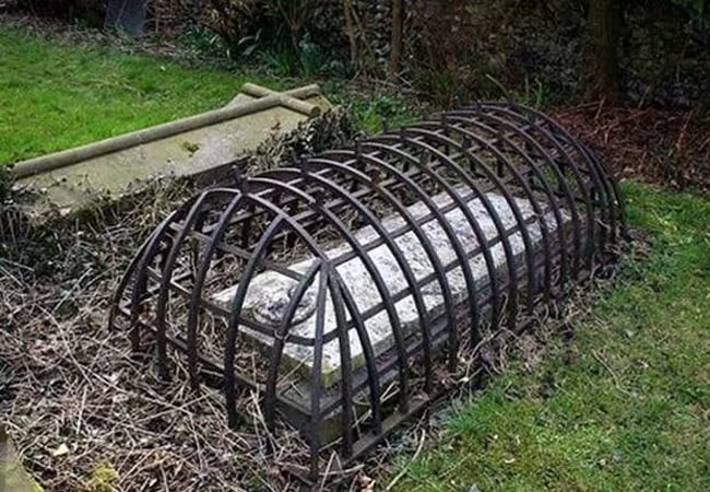 Victorian Era Zombie Apocalypse Prevention Grave