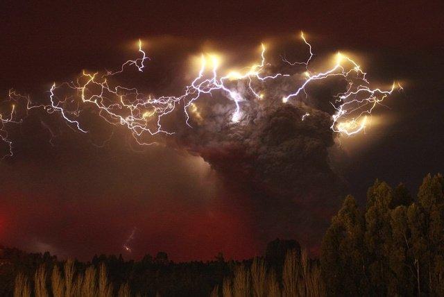 Volcanic Lightening Natural Wonders