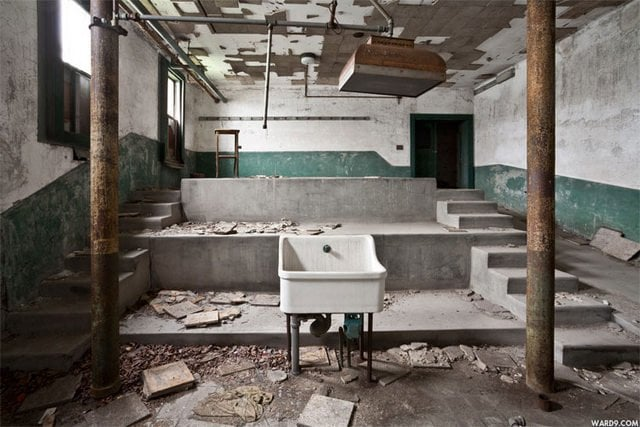 A room inside of the hospital