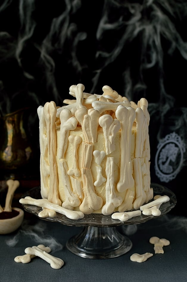 meringue bone palace halloween cake - Easy To Make Halloween Cakes