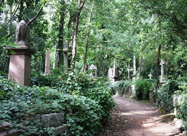 One of the beautiful walkways that exhibit some gravestones