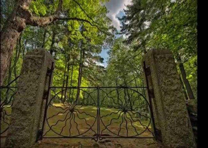 Spider Gate Cemetery