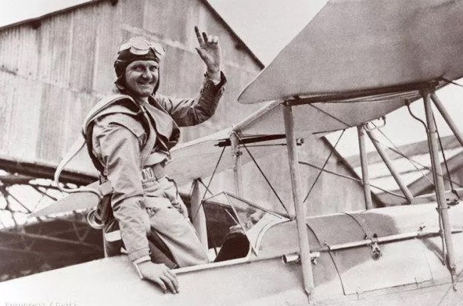 This British Pilot Was Determined To Climb Everest With Only The Lord's Prayer