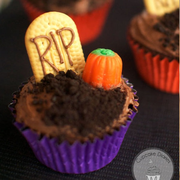 easy DIY spooky Halloween cupcake 2017