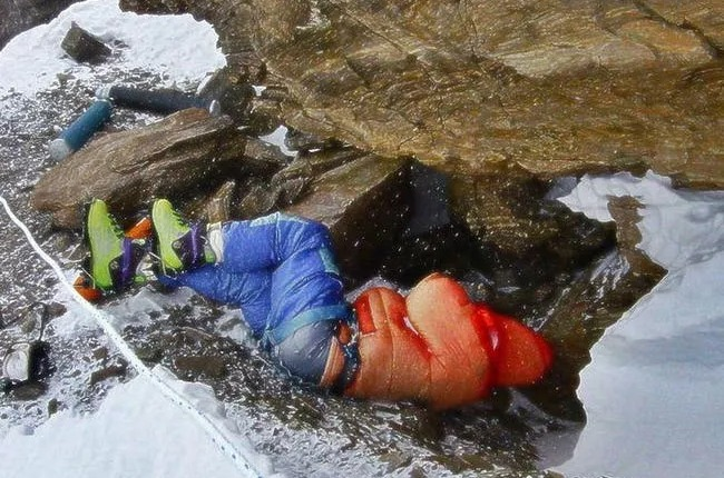The Most Famous Corpse On Everest Is Used As A Marker To Gauge Distance To The Summit