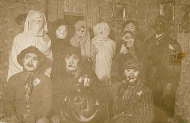 Halloween Costumes 10