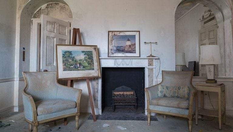 The many paintings around the mansion