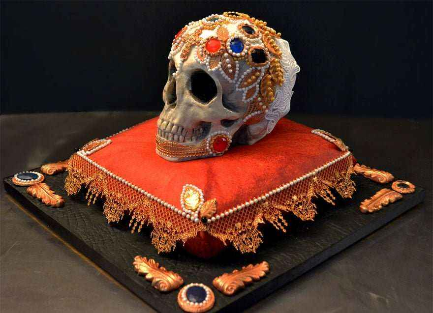 Even skulls like jewelry