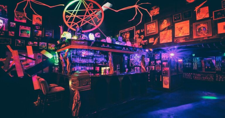 Check Out This Horror-Themed Lovecraft Bar In Portland